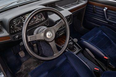 BMW E12 M535i interior