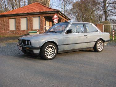 BMW E30 Basalt Blue 180