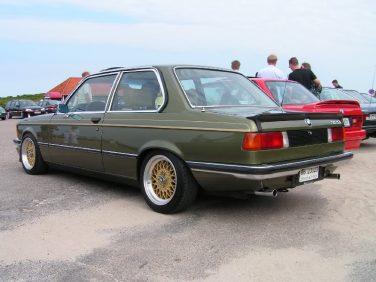 BMW E21 323i