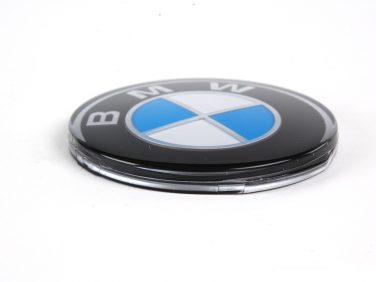 BMW Steering wheel emblem replacement