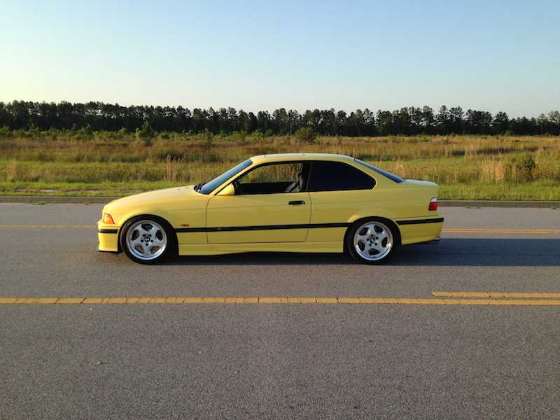 BMW E36 M3 throwing stars Dakar yellow