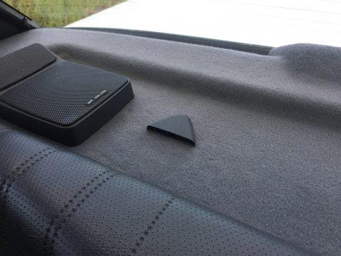 E30 parcel shelf seat belt holder