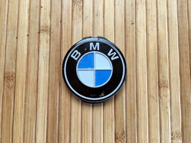 DIY Custom Color BMW steering wheel Roundel