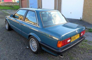 BMW E30 Mineral Blue 231